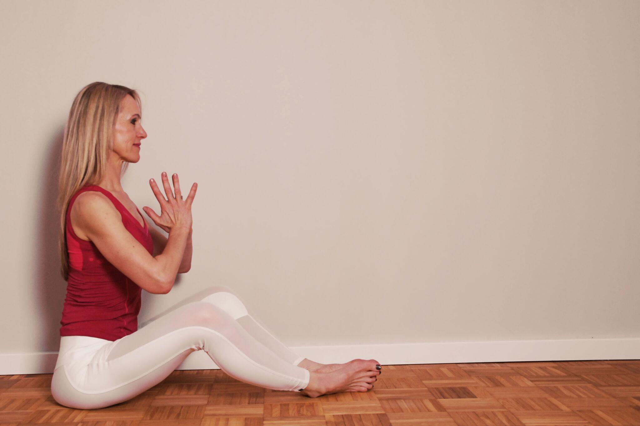Yoga-Figuren lassen sich gut merken: Sie sind oft sinnbildlich und erinnern Yogis und Yoginis oft an Tiere, Pflanzen oder Naturerscheinungen.